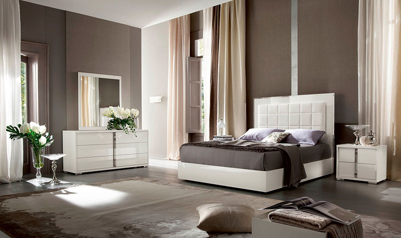white-high-gloss-bedroom-furniture-set