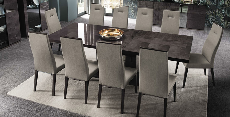 high-gloss-dining-table-and-chairs