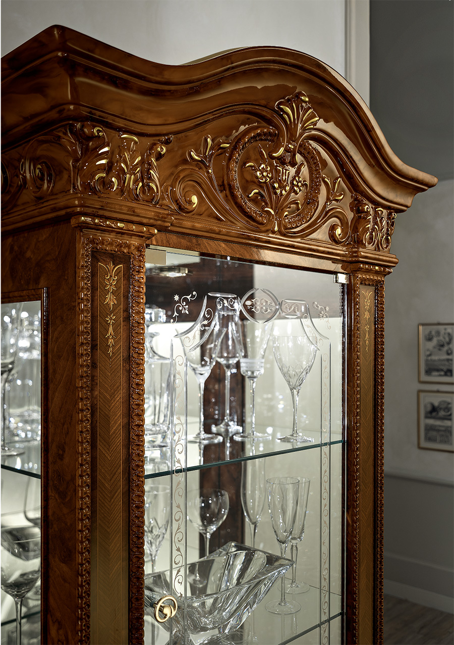 full-glass-cabinet