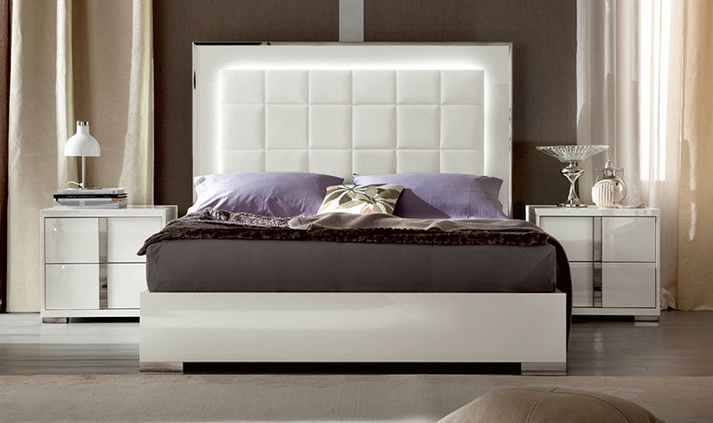 white-high-gloss-bed