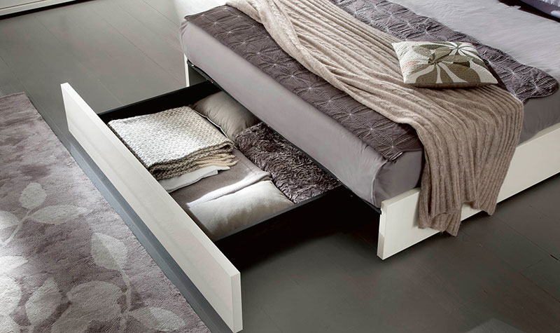 white-high-gloss-bedroom-furniture