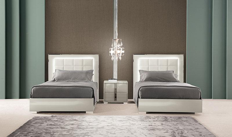 white-high-gloss-bedroom